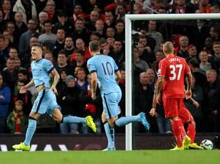 Jovetic comemora gol do Manchester City sobre o Liverpool