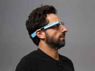Sergey Brin, cofundador do Google, com o óculos inteligente Google Glass