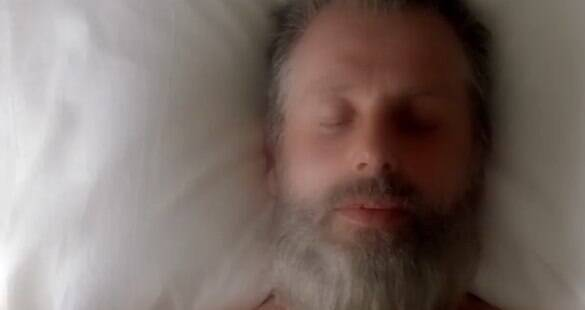 "Rick envelhecido é trunfo do agitado 1º trailer do 8º ano de ""The Walking Dead"""