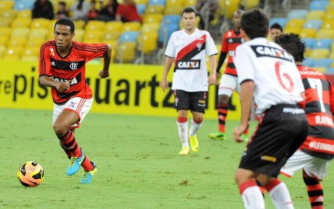Elias conduz ataque do Flamengo no Maracanã