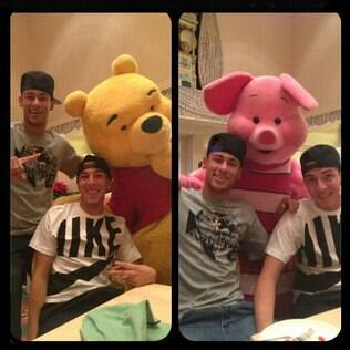 Neymar se divertiu com os personagens da Disney