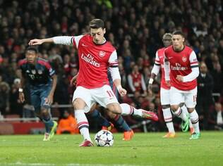 Ozil perdeu pênalti na derrota do Arsenal por 2 a 0 para o Bayern de Munique