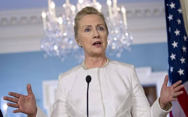 Hillary Clinton faz pronunciamento no Departamento do Estado americano, em Washington (12/1)