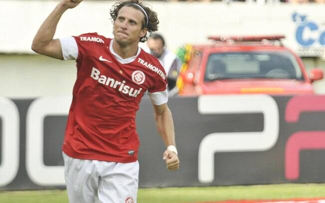 Forlán comemora gol do Internacional