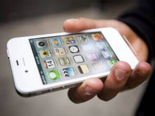 Samsung tenta proibir venda do smartphone da Apple, o iPhone 4S