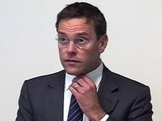 Imagem de TV mostra depoimento do ex-presidente da News International James Murdoch em Londres