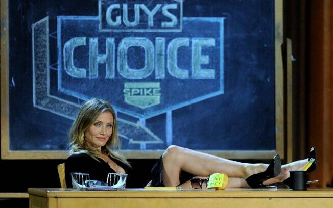 Cameron Diaz faz piada na abertura do Guys Choice Awards