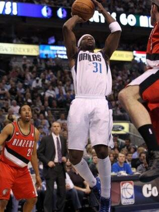 Jason Terry tenta arremesso para o Dallas