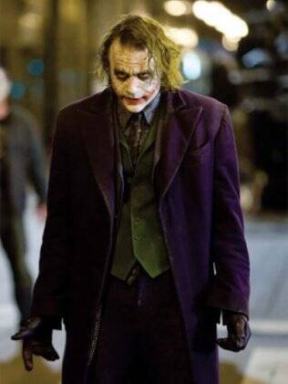 Heath Ledger como o vilão Coringa