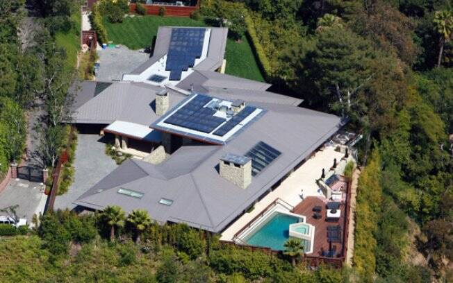 Vista aérea da mansão de Jennifer Aniston em LA: casa eco-friendly