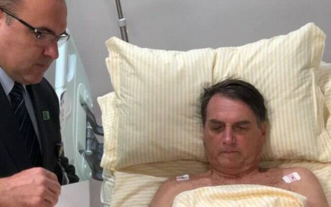 Jair Bolsonaro já despacha do hospital: