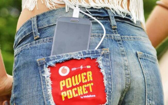 Módulo dentro de bolso do Power Pocket promete recarregar a bateria do seu celular
