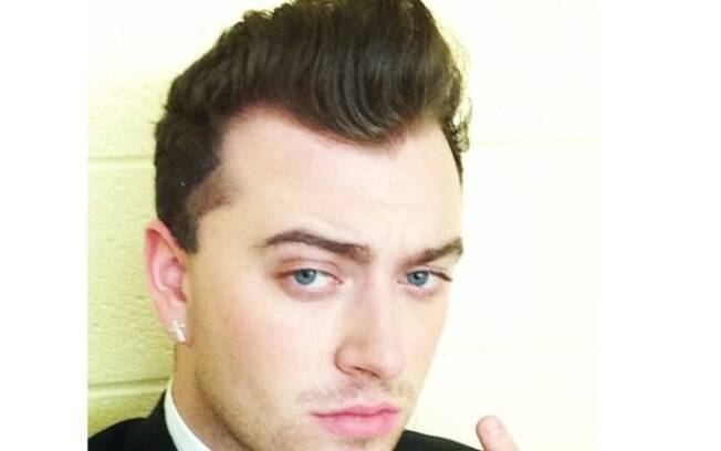 Cantor Sam Smith comete gafe no Oscar