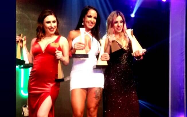 Emme White, Elisa Sanches e Patrícia Kimberly ostentam seus troféus no Prêmio Sexy Hot 2018