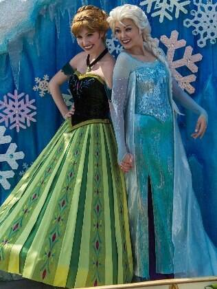 Anna e Elza, as princesas na animação 'Frozen', são as novas integrantes da parada