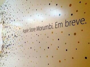 Tapumes no shopping Morumbi anunciam a chegada da Apple Store