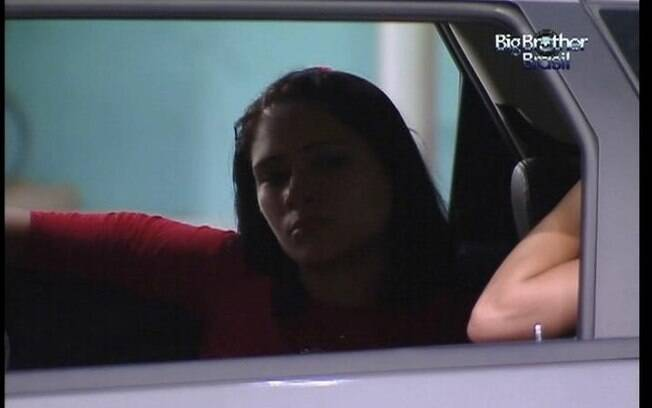 Sisters conversam dentro do carro