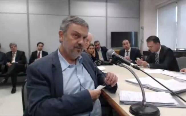 The testimony of Anton Palocca in the action against Lula was suspended