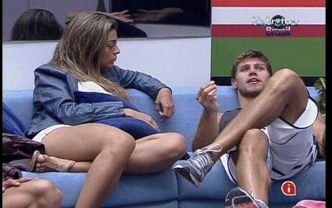 Monique e Jonas falam sobre as dificuldades do confinamento