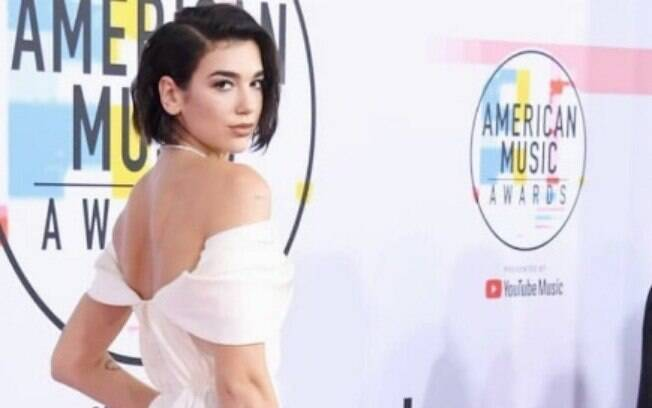 Dua Lipa no tapete vermelho do American Music Awards