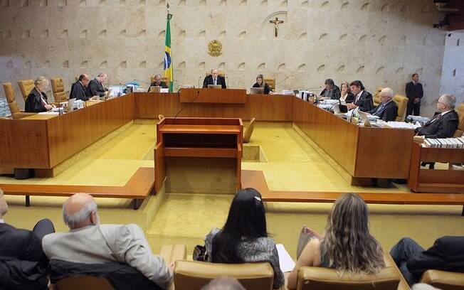 Ministros do Supremo Tribunal Federal durante sessão que decidiu vetar as doações