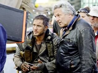 O australiano George Miller orienta Tom Hardy no set de