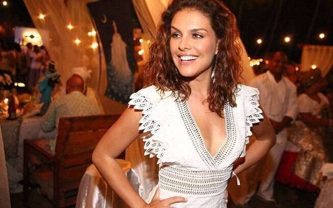 Paloma Bernardi será musa do Bloco da Favorita