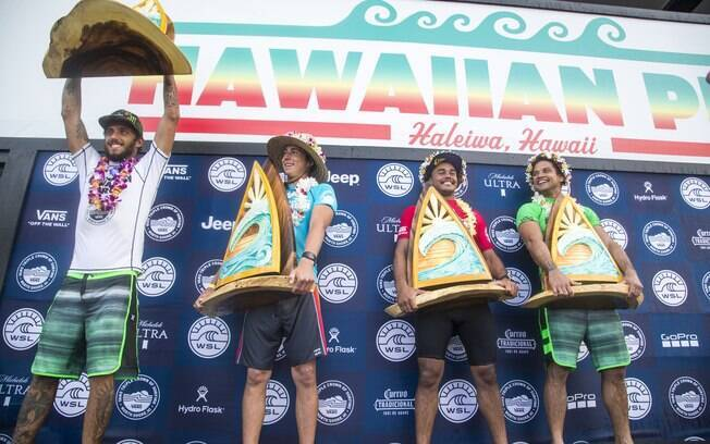 Pódio do Hawaiian Pro 2017: Filipe Toledo, Griffin Colapinto, Wiggolly Dantas e Michel Bourez