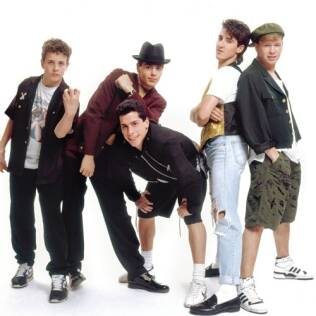 Jonathan, de calça jeans rasgada, no auge no New Kids on The Block
